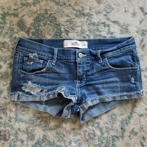 Distressed ripped shorty jean shorts size 27